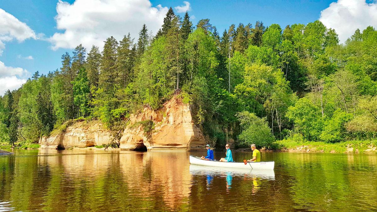 Kayaking in Gauja River web