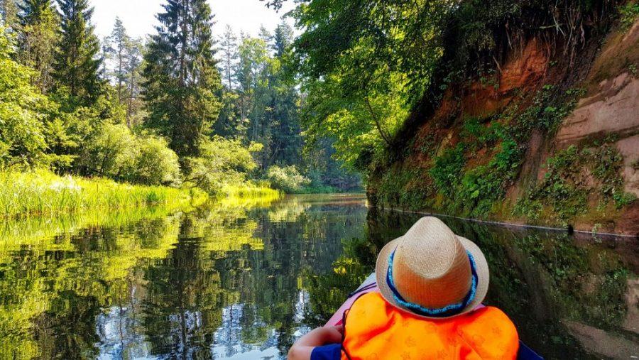 Kayaking in Brasla river Gauja National park_Escaperies