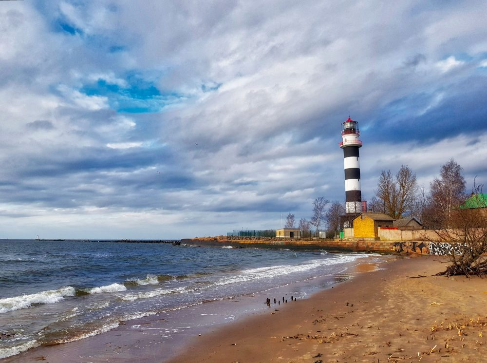 Hiking in Latvia _ Daugavgriva lighthouse_ Escaperies